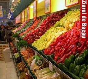 Bacauanii arunca banii pe fructe si legume de import