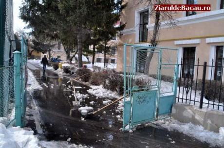 Cursuri suspendate la șapte unități școlare din municipiu, ca urmare a avariei la conducta de apă