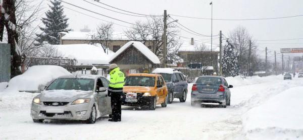 Cum circulăm pe timp de iarnă – sfaturi de la polițiști