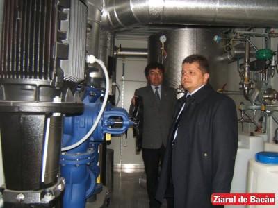 BIZAR: Salariații Chimcomplex își laudă patronatul, ca să-i încânte pe angajatii Oltchim