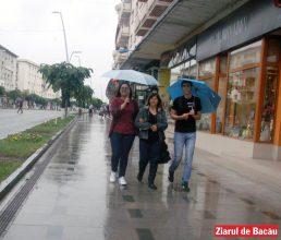Urmează zile cu vreme capricioasă: caniculă, ploi, frig
