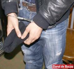 Doi tineri din Ardeoani, reținuți pentru înșelăciuni prin olx.ro. Au păcălit zece persoane