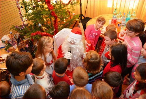 Mos Craciun a venit cu daruri pentru copiii politistilor