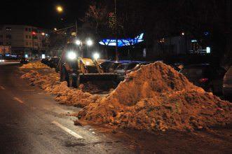 Nu mai sunt drumuri blocate, în județul Bacău. Există însă tronsoane cu circulație îngreunată