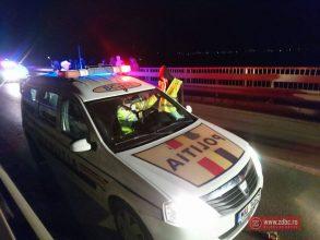 FOTO Accident cu două mașini și o căruță, pe podul spre Buhoci. Circulația spre comuna Traian a fost blocată