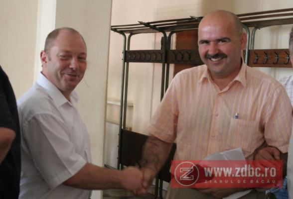 Secretarul Ovidiu Popovici și primarul interimar Ilie Bîrzu