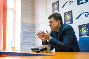 Dragoș Luchian își retrage candidatura pentru un nou mandat de senator. Viorica Marcu se alătură demersului