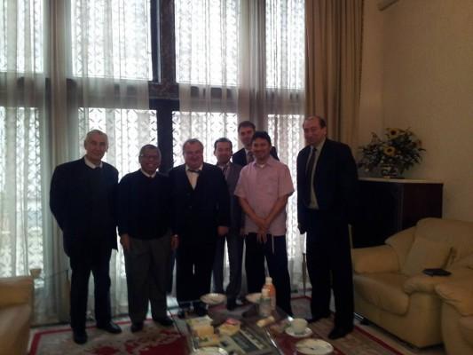 În 2014, la Ambasada Maleziei. Vivian Oancea, al treilea din stânga (foto Facebook)