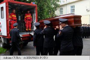 Sicriul cu trupul copilotului elicopterului SMURD prăbușit în Republica Moldova, adus în Bacău