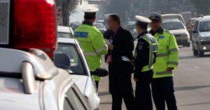 DNA Bacău trimite în judecată 66 de persoane, în dosarul polițiștilor rutieri din județul Neamț acuzați de luare de mită