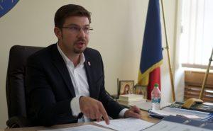 """Primarul Cosmin Necula și deputatul Vreme vor să-l """"jumulească"""" pe Găină. Șefului Companiei de Apă Bacău i se cere demisia"""