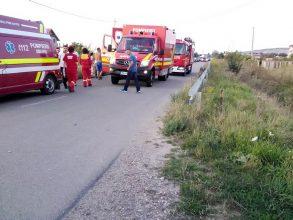 Un autobuz cu nuntași a ajuns în șanț, la Buhoci. Cum a intervenit SMURD UPDATE