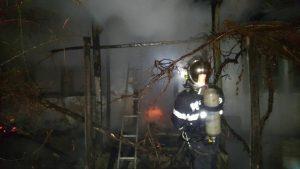 FOTO! Incendiu în Blăgești. Un bărbat, găsit carbonizat în casă