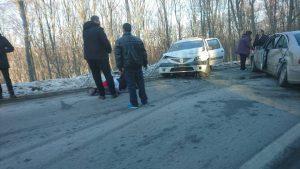 ACCIDENT grav pe Măgura! Un Mercedes și un Logan s-au ciocnit în curbă