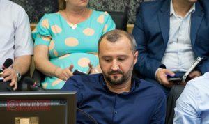 Adrian Gavriliu a demisionat din Consiliul Local, pentru a prelua șefia CSȘM Bacău. Locul său e luat de Mihaela Ciocodei
