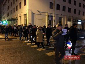 """Protest în Bacău: duminică, o nouă """"plimbare"""" în Piața Tricolorului, contra grațierii și amnistiei"""