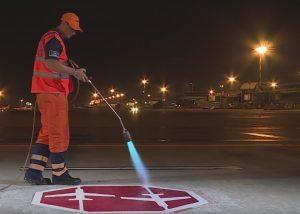 VIDEO Compania Metalbac & Farbe, din Bacău, a realizat marcaje rutiere pe Aeroportul Malpensa, din Milano