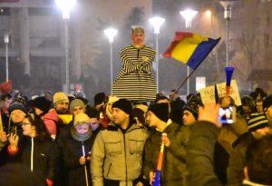 VIDEO – FOTO: Mii de băcăuani au cerut demisia Guvernului, duminică, în a șasea zi de proteste