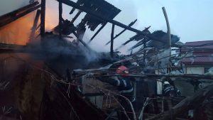 FOTO – Incendiu în Nicolae Bălcescu. Casa unei femei de 56 de ani s-a făcut scrum