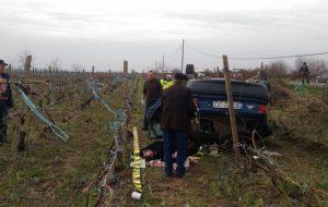 Un călugăr din Comănești a murit după ce a pierdut controlul mașinii și s-a răsturnat în câmp