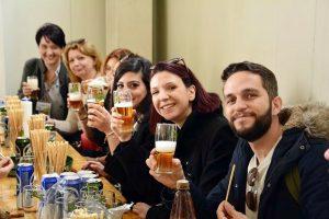 """Profesori din cinci țări europene au vizitat fabrica de bere """"Albrau"""" Onești"""