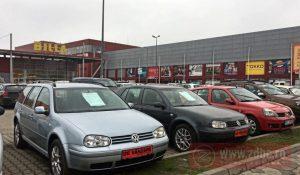 Samsarii fac legea! Târg de mașini second-hand în parcarea magazinului Billa de pe Ștefan cel Mare