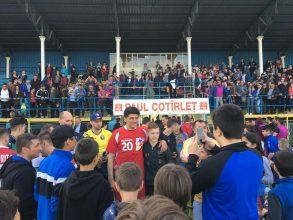 FOTO – Vedete ale Generației de Aur au jucat fotbal ca să-l susțină pe Paul Claudiu Cotîrleț la Primăria Moinești. Ce a spus Miodrag Belodedici
