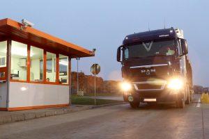 """Schweighofer a exclus 80 de furnizori """"pictați"""" în presă pentru nereguli în transportul masei lemnoase"""