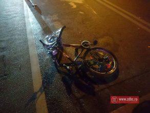 """FOTO – Biciclist """"luat"""" în plin, la Piața Centrală din Bacău"""