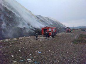 După 3 zile! Autoritățile au luat primele decizii în cazul incendiului de la groapa de gunoi