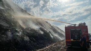 EXCLUSIV – Un nou incendiu a izbucnit la groapa de gunoi a Bacăului