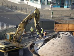 "FOTO-VIDEO: A fost demolat OZN-ul din giratoriul de la ""Economic"""
