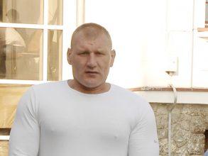 VIDEO – Tolea Ciumac a fost arestat pentru 30 de zile. Vezi unde ascundeau țigările contrabandiștii fostului luptător