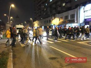 FOTO-VIDEO: Câteva sute de băcăuani au cerut demisia Guvernului și a lui Liviu Dragnea. Sindicatele au lipsit de la protest