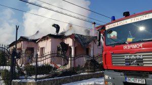 VIDEO – Acoperiș mistuit de flăcări la Pârgărești