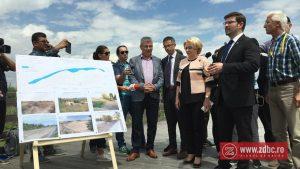 FOTO: Premierul Viorica Dăncilă promite bani pentru decolmatarea lacului de la Insula de Agrement
