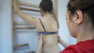 Spinal Care Bacău, printre puținele clinici din România cu personal certificat internațional în terapia Schroth, de tratare a scoliozei