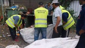 """""""Război amical"""" la Buhuși. Primăria strânge ilegal gunoiul pentru că nu poate dubla prețul salubrizării"""
