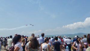 FOTO! Show pe cerul Bacăului. Mii de băcăuani au venit la mitingul aviatic al Bazei Aeriene 95