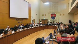 Aleșii locali și județeni au aprobat integrarea Spitalului Municipal în cel Județean. Replici și reproșuri între parlamentarii Dragoș Benea și Ionel Palăr