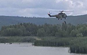 FOTO: Imagini cu operațiunea de salvare a celor doi piloți catapultați. Ambii sunt în drum spre un spital din București – UPDATE