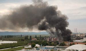 VIDEO-FOTO! Incendiu puternic în zona Gepex. O magazie cu textile a luat foc. UPDATE!