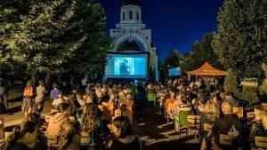 """Campanie de crowdfunding pentru festivalul Film Mai Aproape: """"Hai să dovedim că Bacăul nu este un oraș indiferent!"""""""